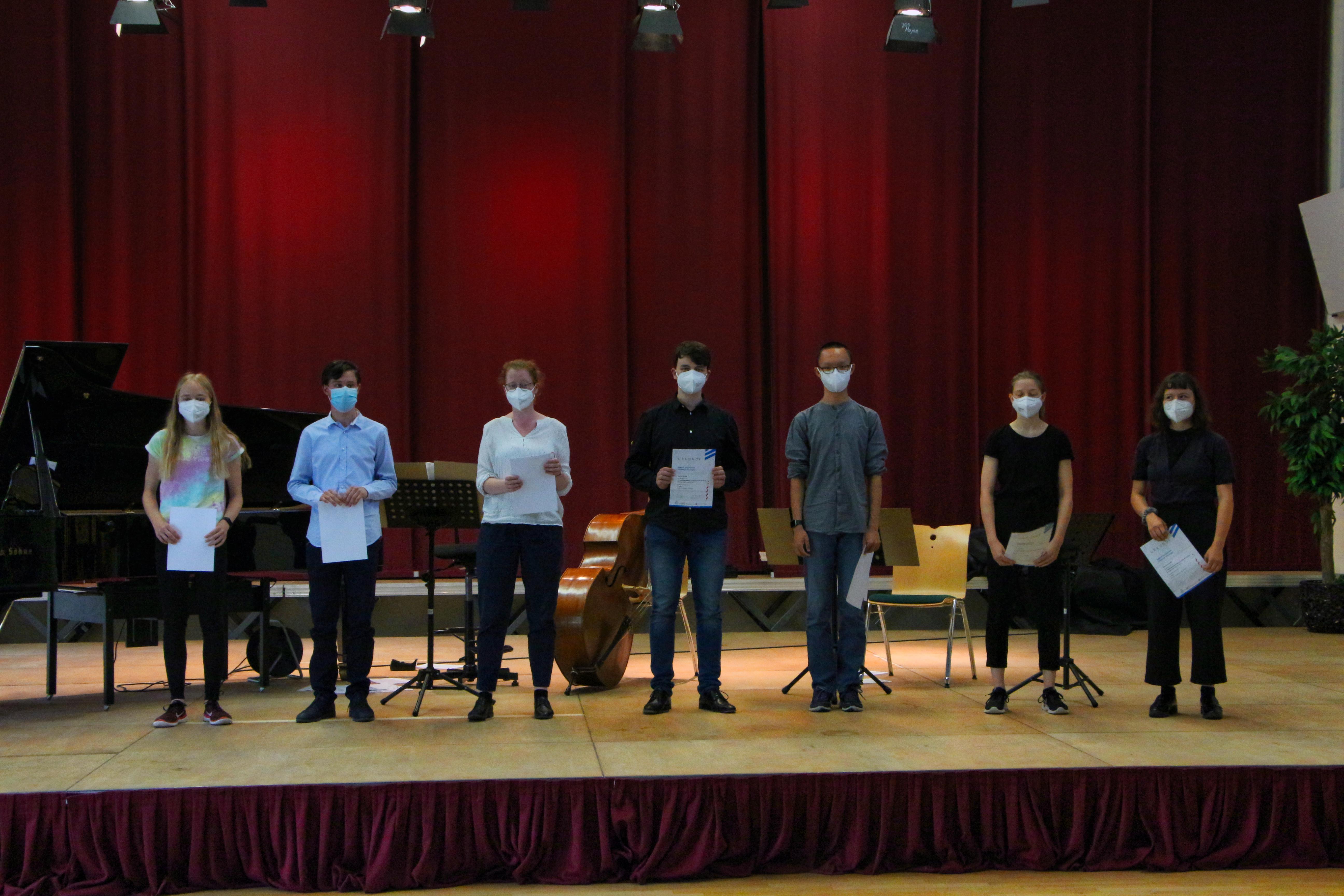 Teilnehmer*innen und Preistrger*innen Jugend komponiert 2021 (Foto privat)